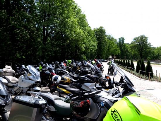 Für 155 Motorräder muss erst einmal Platz gefunden werden. Das ist nicht immer einfach.