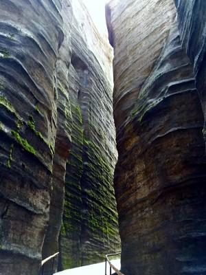 Beeindruckend sind die Felsformationen.