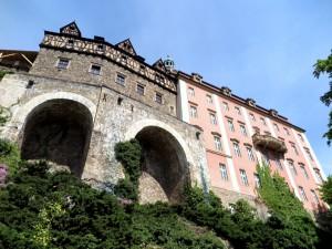 Das Schloss von unten gesehen.