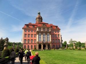 Die Gruppe auf dem Weg zum größten Schloss Schlesiens.