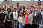 Mit den Besucherinnen und Besuchern  des Multikulturellen Forums e.V. und Renée Röske (2.v.l.u.v.) im Paul-Löbe-Haus